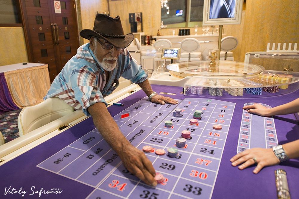 Casino Gambler in roulette